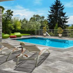 Azulejo Para Terraza y piscina recta en acabado piedra oxido - Travis