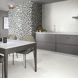 Ideas para decorar suelos del hogar con baldosas que imitan marmol brillante - Naxos Silver
